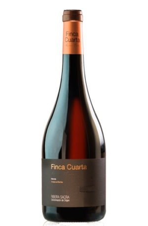 botella de vino Finca Cuarta Barrica de la Ribeira Sacra en Galicia